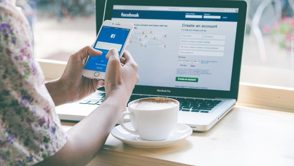 Facebook za več kot pol poveča dobiček, delnica pa zaniha navzdol, kako to?