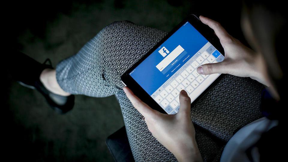 Facebook s FDA o nedovoljeni prodaji opioidov