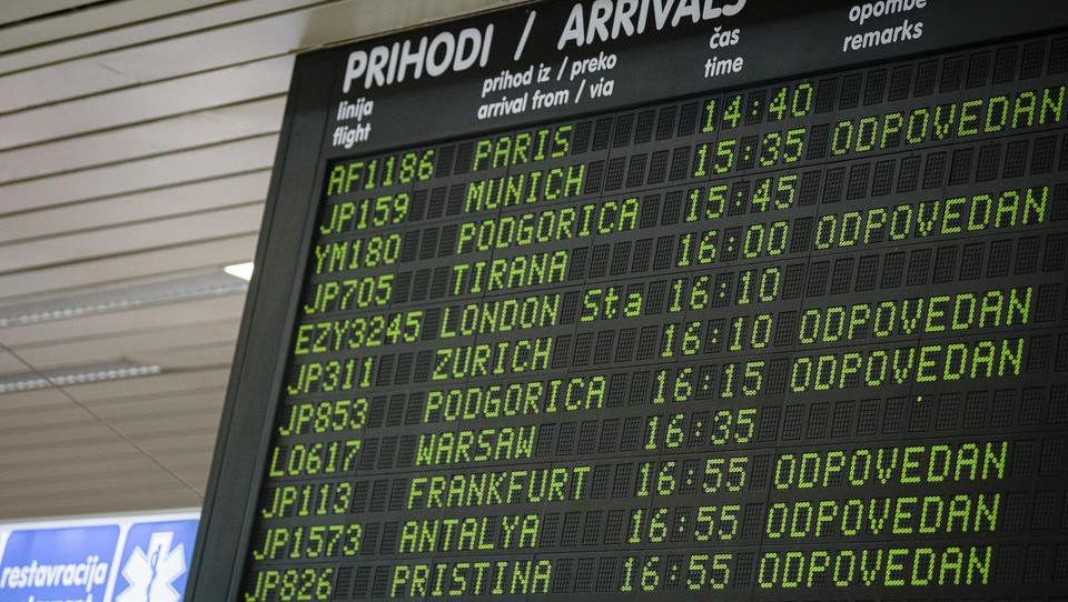 Razkrivamo dramo okoli Adrie: država reševanje lukenj nalaga DUTB in gleda, kako potniki ostajajo brez milijonov!