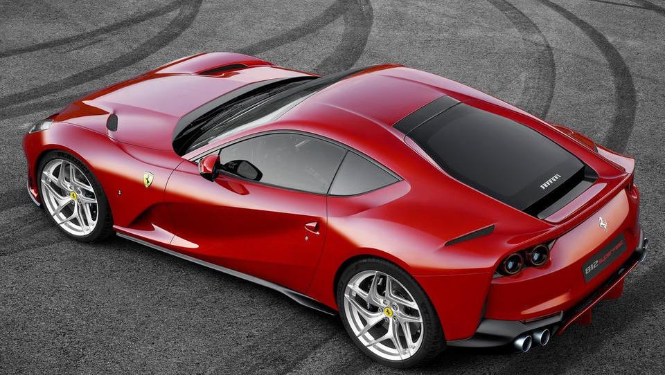 Ferrari na letni ravni podvojil dobiček