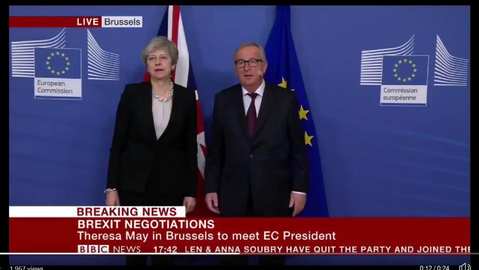 Srečanje na vrhu: kaj sta se dogovorila predsednik Juncker in premierka Mayeva v izogib trdemu brexitu