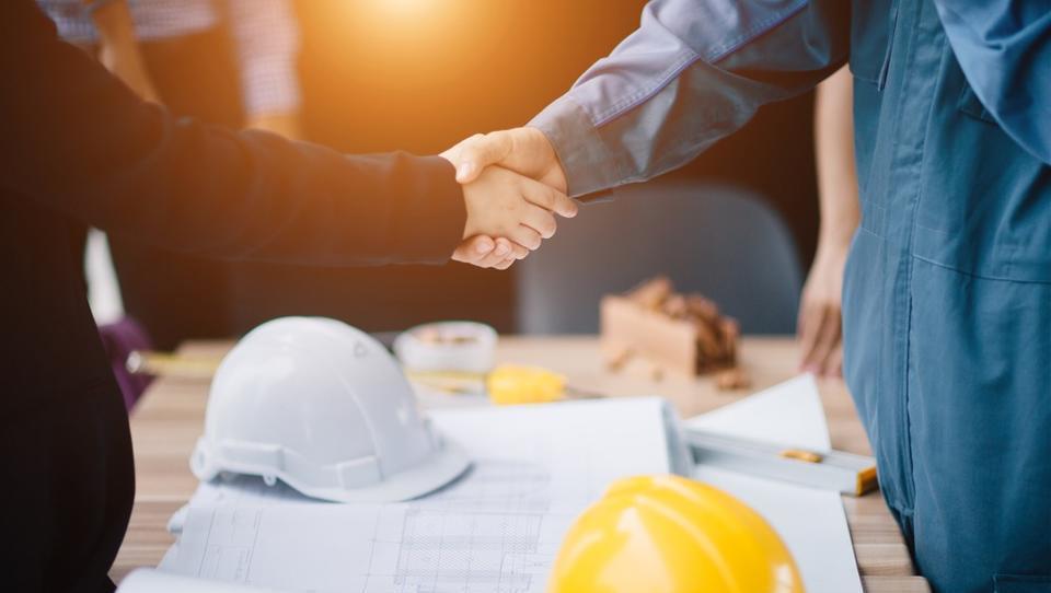 Posebne gradbene uzance, gradbene pogodbe in druga dokumentacija za gradbena podjetja