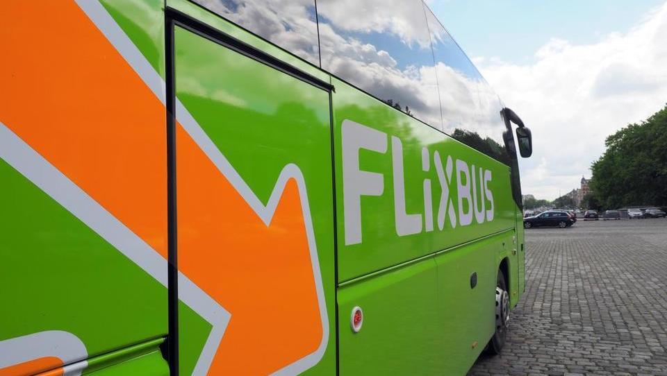 Flixbus od avstrijskih državnih železnic kupil tekmeca Hellö