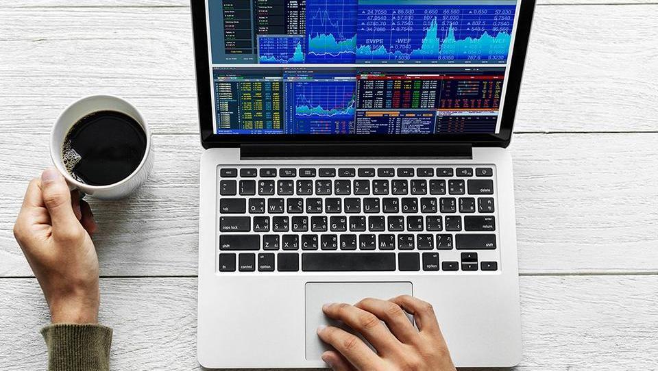 KVIZ: Ali bi zaslužili ali izgubili denar na finančnem trgu?