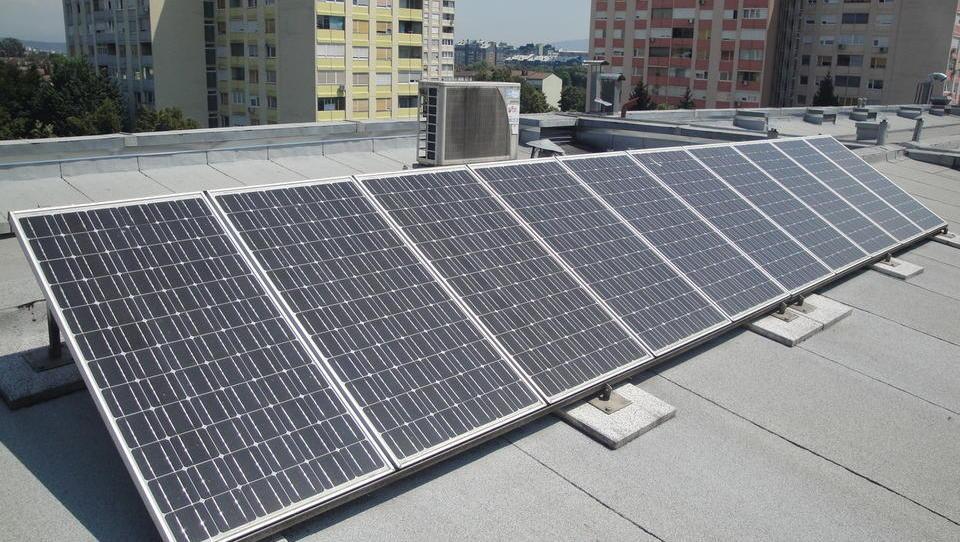 Kje boste izvedeli, kako naj sosedje združijo moči za postavitev fotovoltaike