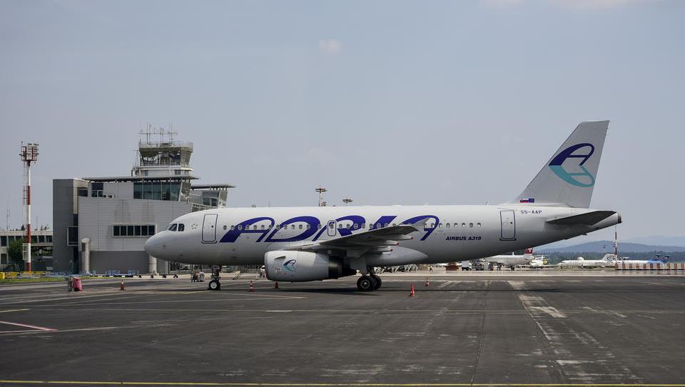 Adria serijsko odpoveduje lete: kakšne so pravice potnikov