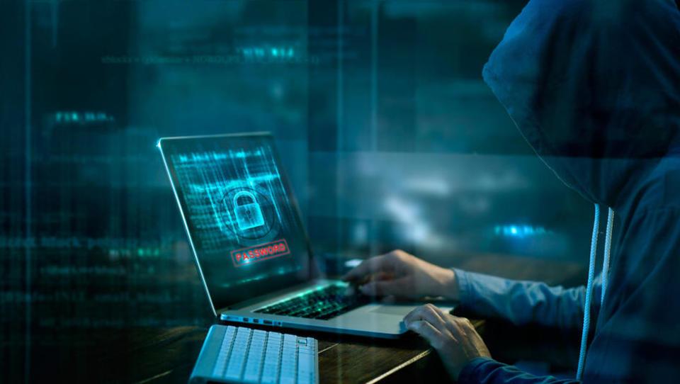 Lanske posledice vdorov hekerjev v podjetja in kako se ta ščitijo