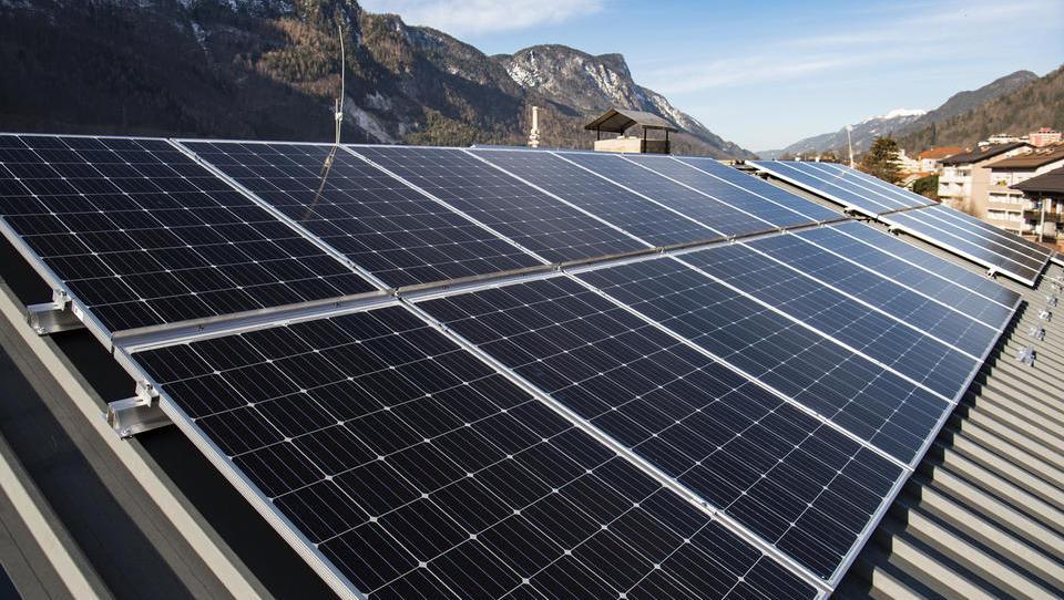 Stanovalci blokov, tu boste izvedeli, kako lahko postavite sončno elektrarno