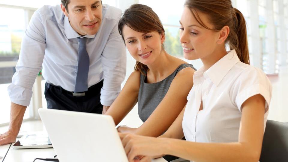 Top službe - Lek išče šefa v računovodstvu, Ekipa2 pravnika, priložnosti še v MDS in 20 podjetjih