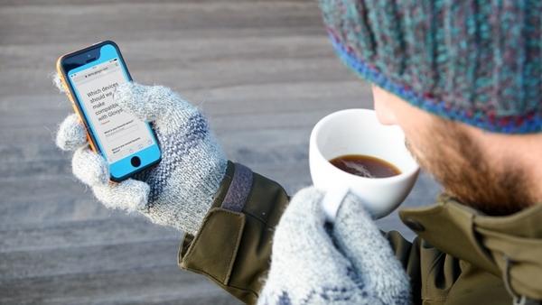 Slovenska inovacija, ki poskrbi, da prsti pozimi ob tipkanju na telefon ne bodo zmrznili