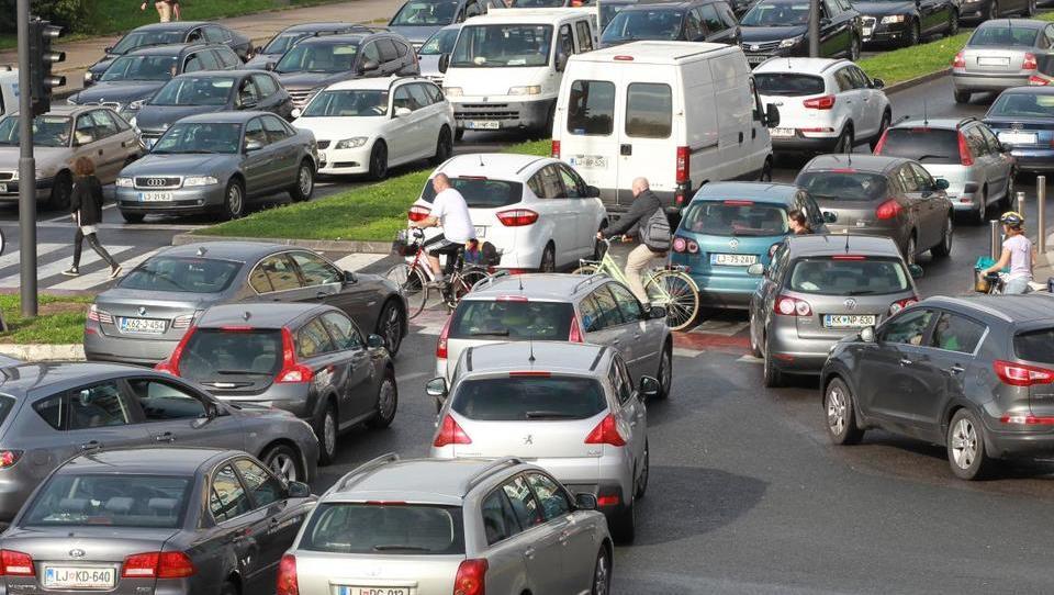 (Volitve v Ljubljani, 3.) Logar, Janković, bodo dizli še lahko vozili po Ljubljani?
