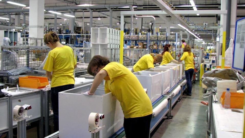 Brezposelnih tudi konec leta pod sto tisoč, najbolj so zaposlovali v proizvodnji