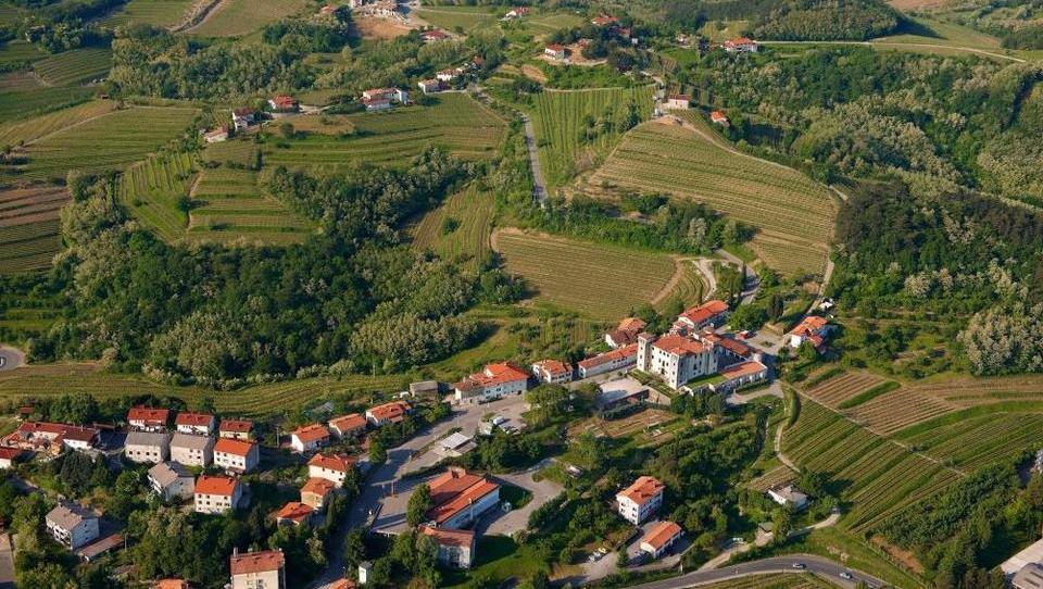 S pokojnino v slovensko Kalifornijo