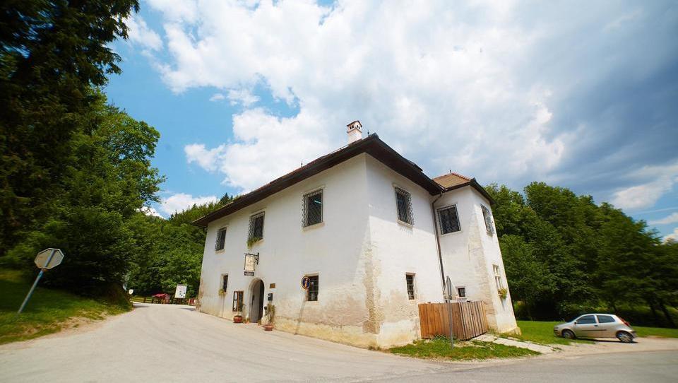 Bled ima otok, Slovenske Konjice pa Žičko kartuzijo in gostilno Gastuž