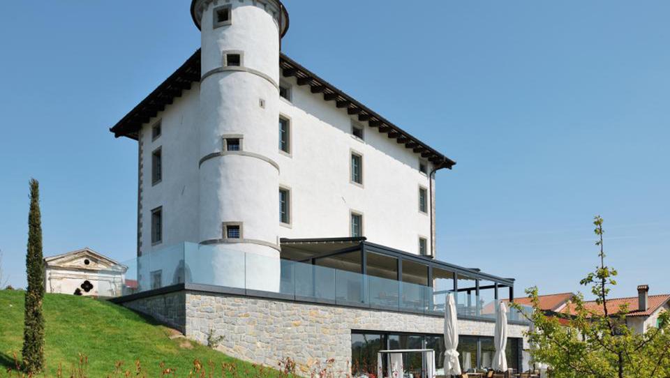 Schollmayerjev dvorec na drugi dražbi za 2,4 milijona evrov