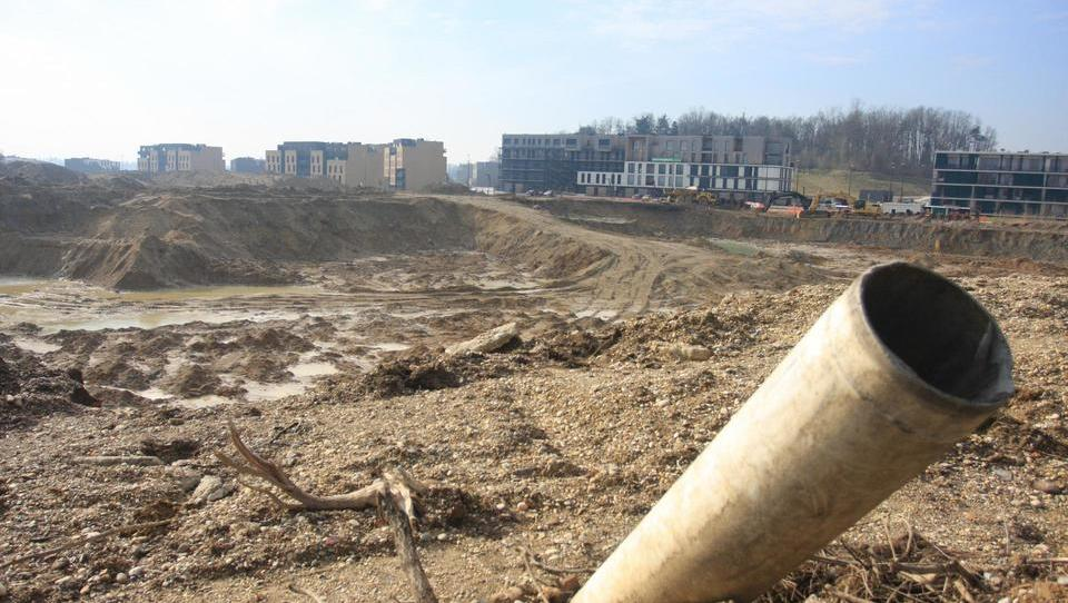 Za gradnjo vseh najemnih stanovanj na Brdu prispela le ena ponudba