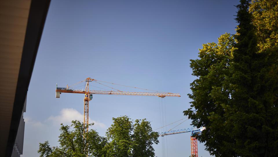 Analize rasti cen v gradbeništvu med statističnim uradom in gradbenimi podjetji strižejo. Poglejte, kje