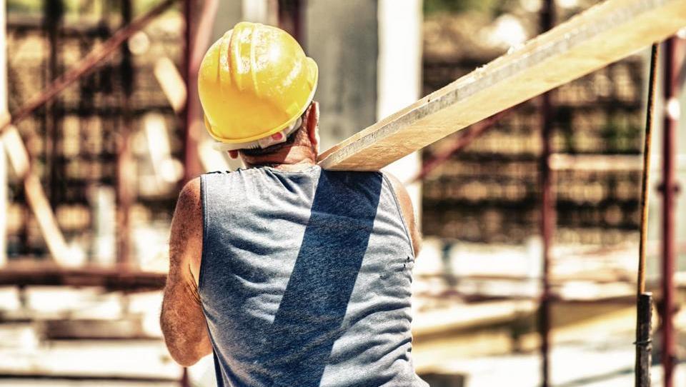 Prosta delovna mesta; največ v proizvodnji in gradbeništvu