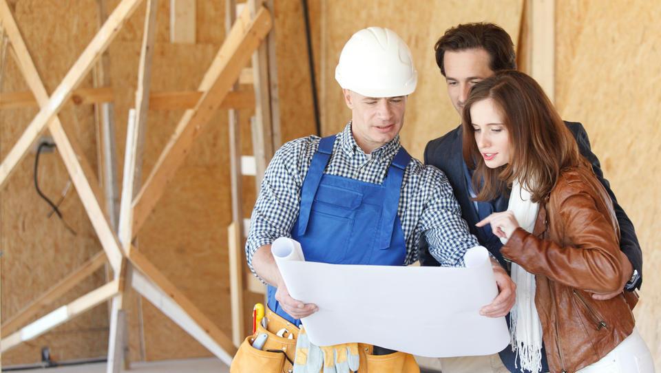 Zaradi napovedanih večjih gradbenih projektov bodo gradbeni inženirji bolj iskani
