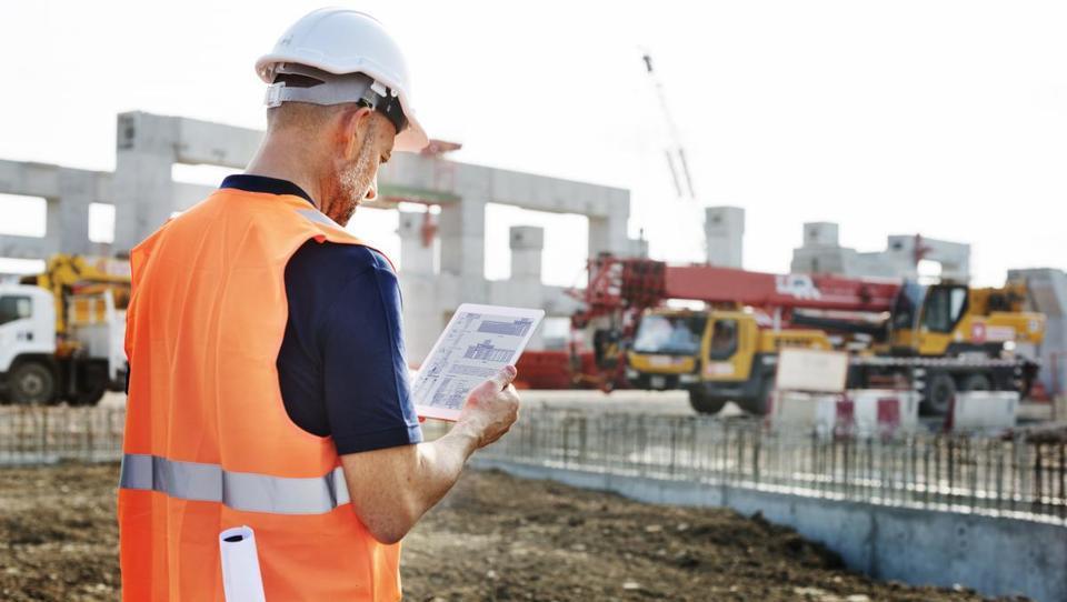 Vrednost opravljenih gradbenih del v prvih treh četrtletjih na letni ravni višja za dobrih 14 odstotkov
