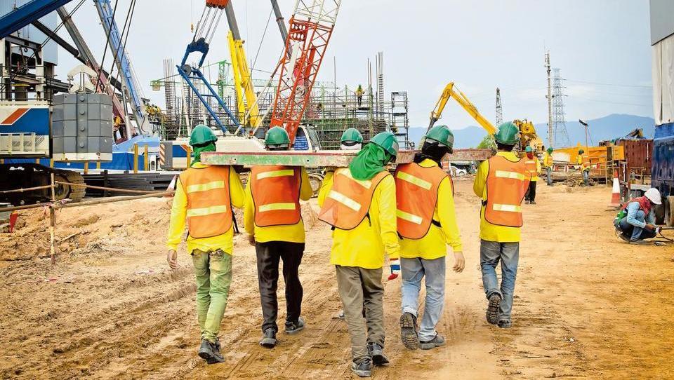 Nova zakonodaja za zaposlovanje tujcev prihodnje leto, a velikih sprememb ne pričakujte