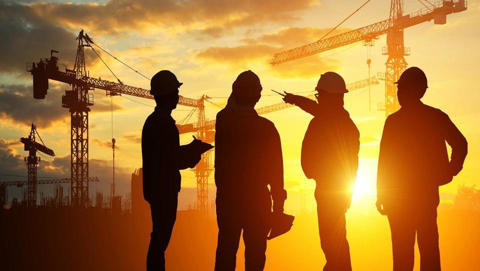 Gradbinci bolj kot na krizo opozarjajo na premalo izobraženega in izkušenega kadra