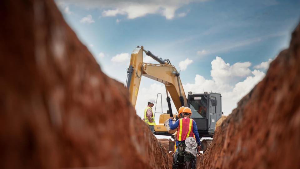 Preberite, kaj je poenotilo sindikate in lastnike v gradbeništvu
