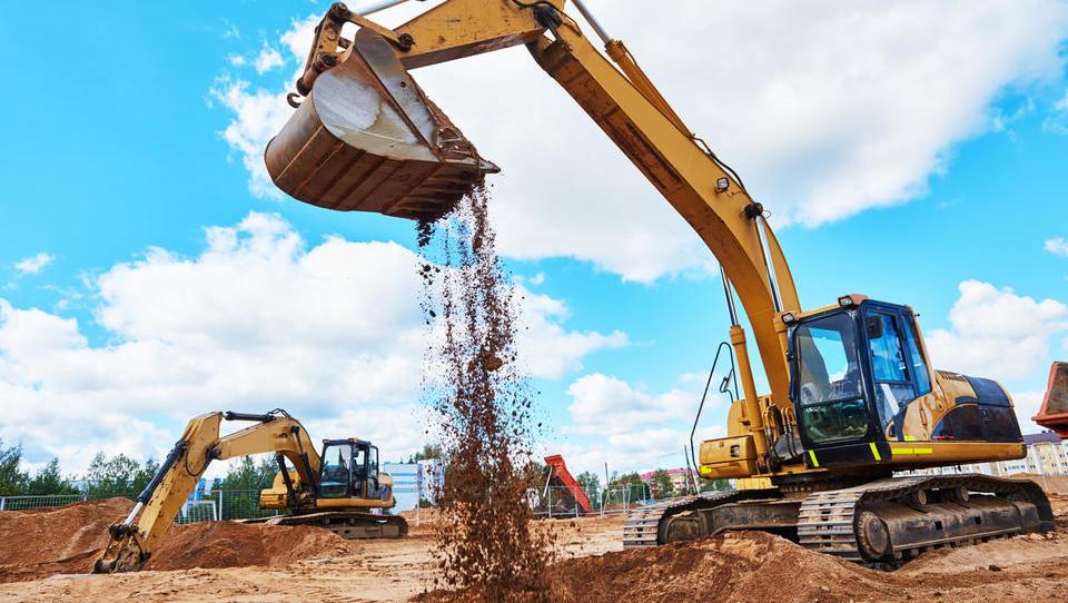 Zemljišča za gradnjo hiš, stanovanjskih sosesk in poslovnih objektov, ki so naprodaj na dražbah