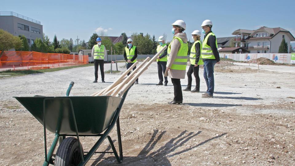 V Šenčurju odprli gradbišče 31 kadrovskih stanovanj
