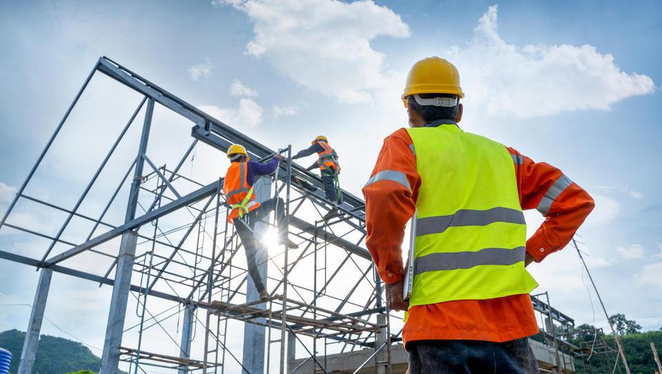 Gradbeniki opozarjajo: Koronavirus ustavil Izdajanje gradbenih dovoljenj