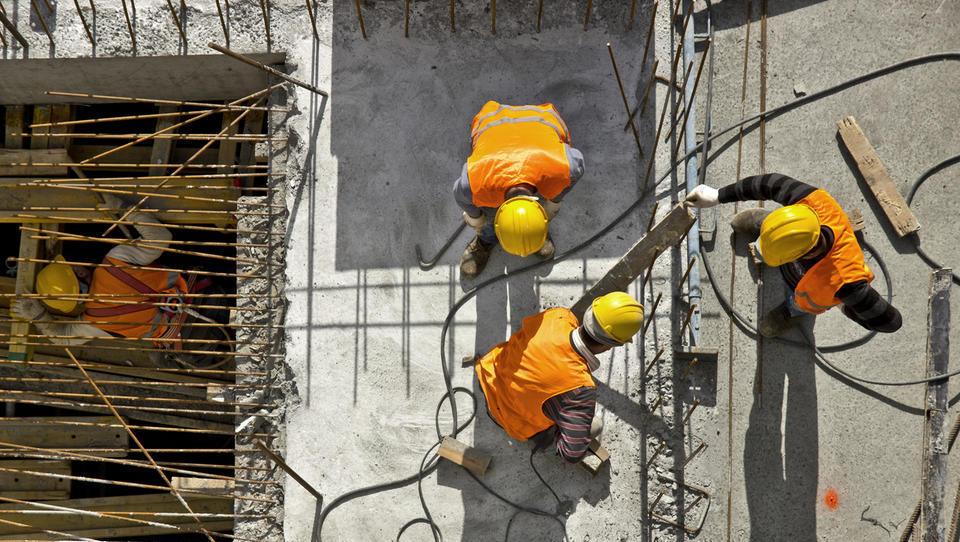 Aprila najbolj zaposlovali v gradbeništvu, proizvodnji in gostinstvu