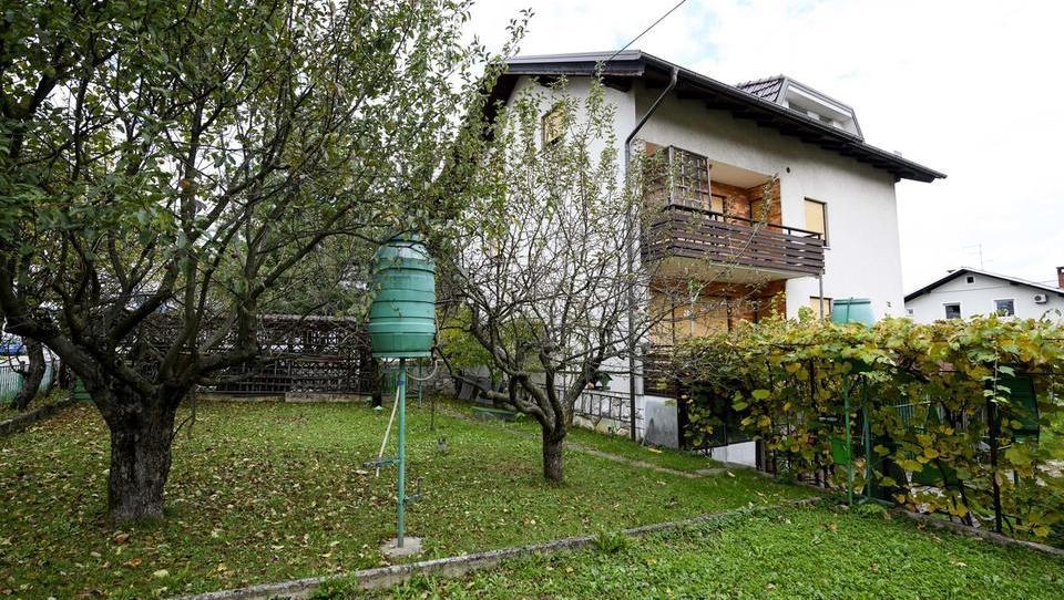 Spletna dražba Unija: Hiša s tremi stanovanji v Škofji Loki za 260 tisoč evrov