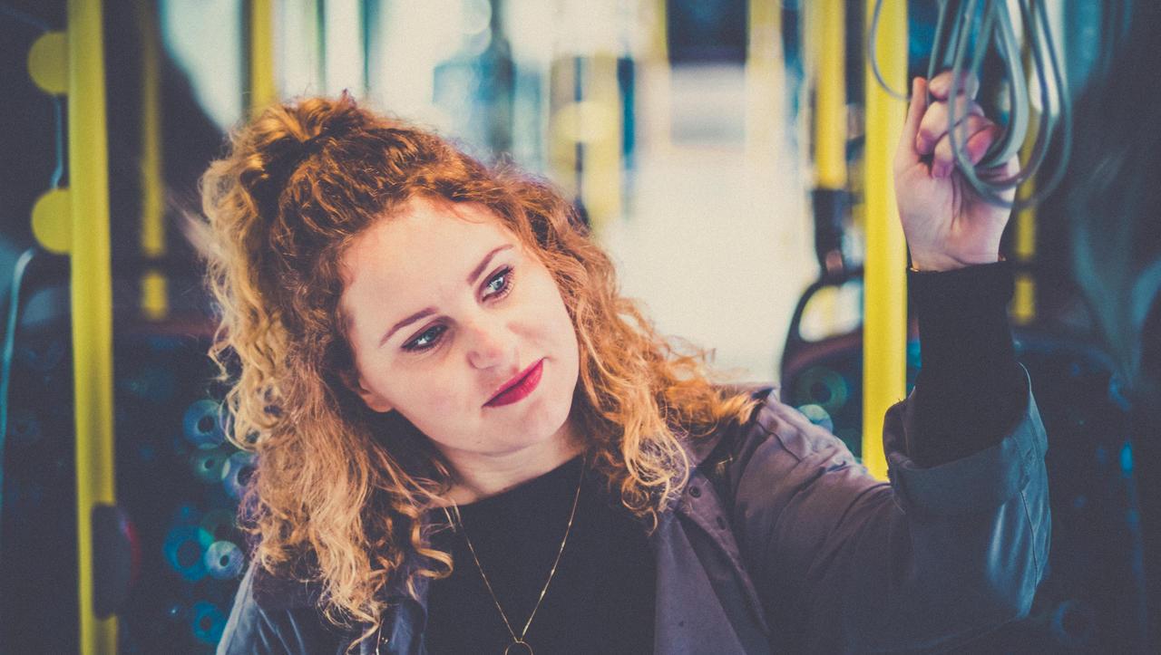 Kako se boste prav vozili z vlakom in avtobusom: razkuževanje rok že pred vstopom!