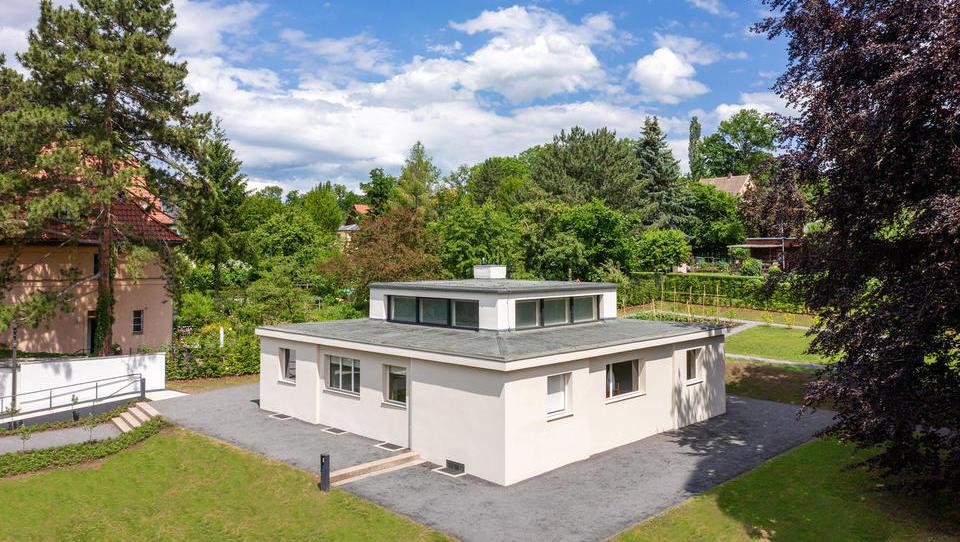Hiša znamenite šole Bauhaus, ki je sprožila revolucijo v arhitekturi