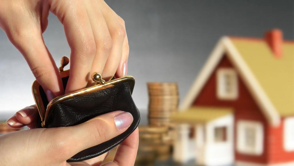 Republiški stanovanjski sklad ima denar in projekte, a mora zapreti fronto z gradbinci