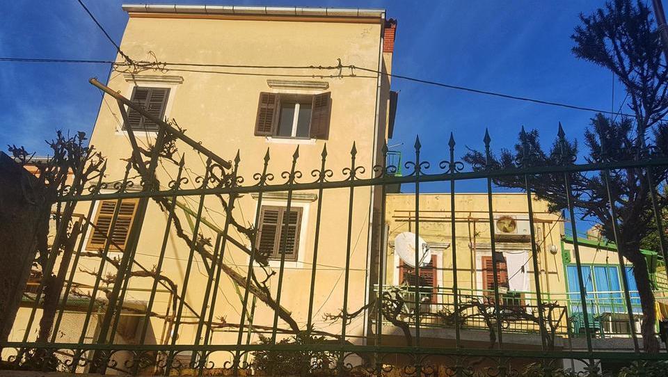 (Nepremičnina tedna) Hiša ob obali Malega Lošinja