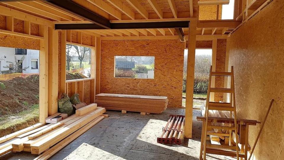 (Kako Miloš gradi hišo, 4. del): Začetek gradnje, začetek pravih težav