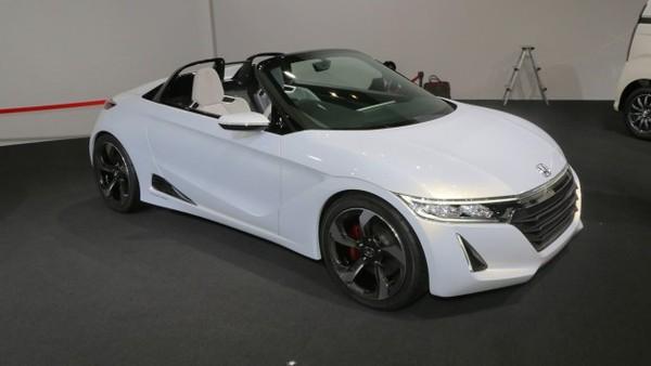 Honda v serijsko proizvodnjo mini roadsterja