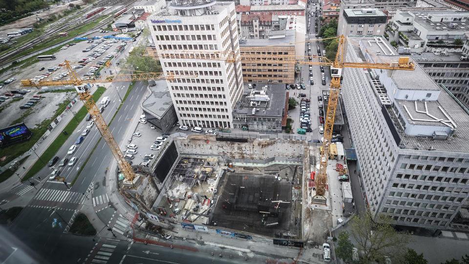 V prvi polovici leta manj gradbenih dovoljenj kot lani, gradili bodo več stanovanj