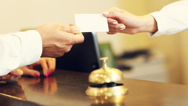 Turistični boni: ali lahko ponudnik svoj bon unovči pri sebi ali ne?