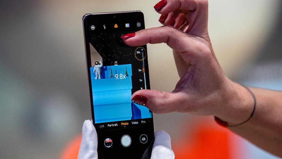 S čim tekmujejo letošnji telefoni? S fotografijo in baterijo