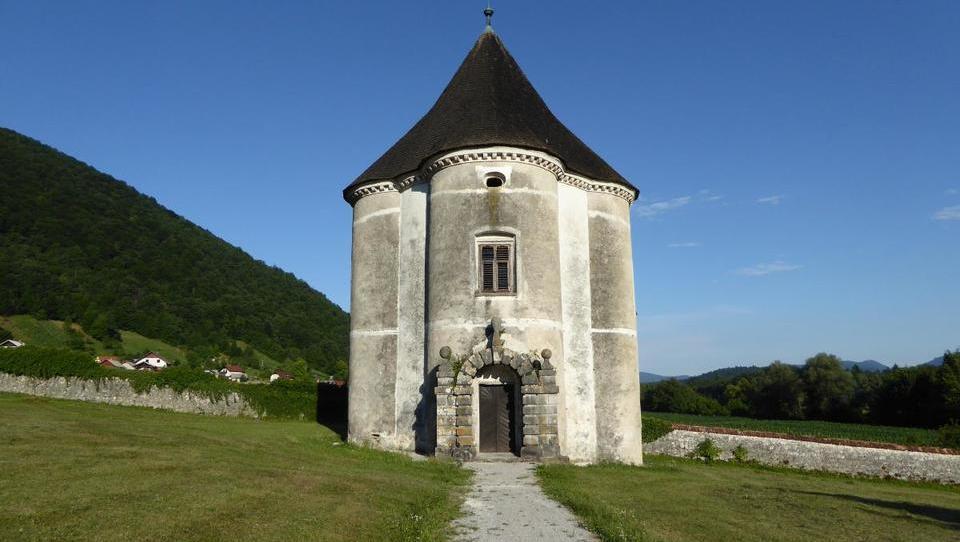 Ob Krki do gradu, za katerim je jokal Božidar Jakac