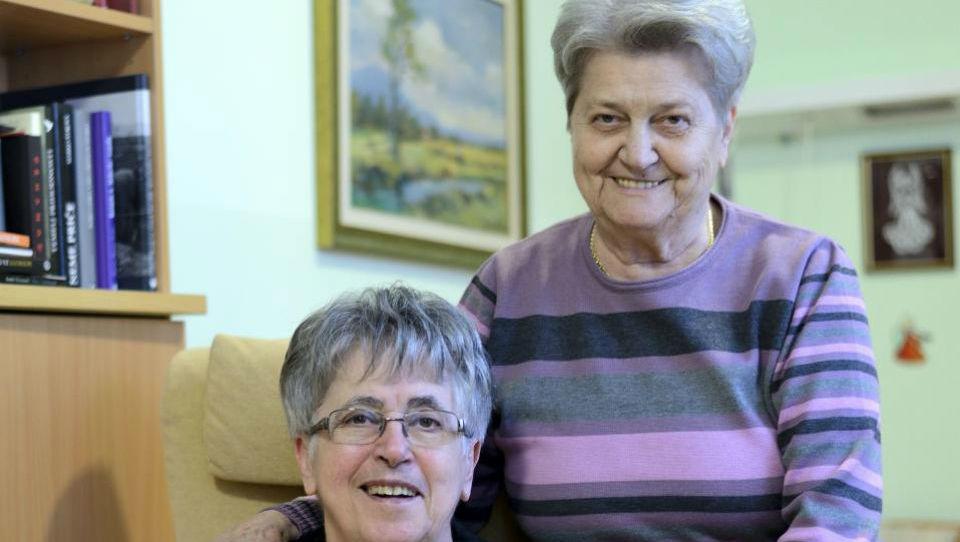 Podiramo tabuje: Metka in Julka na stara leta postali cimri