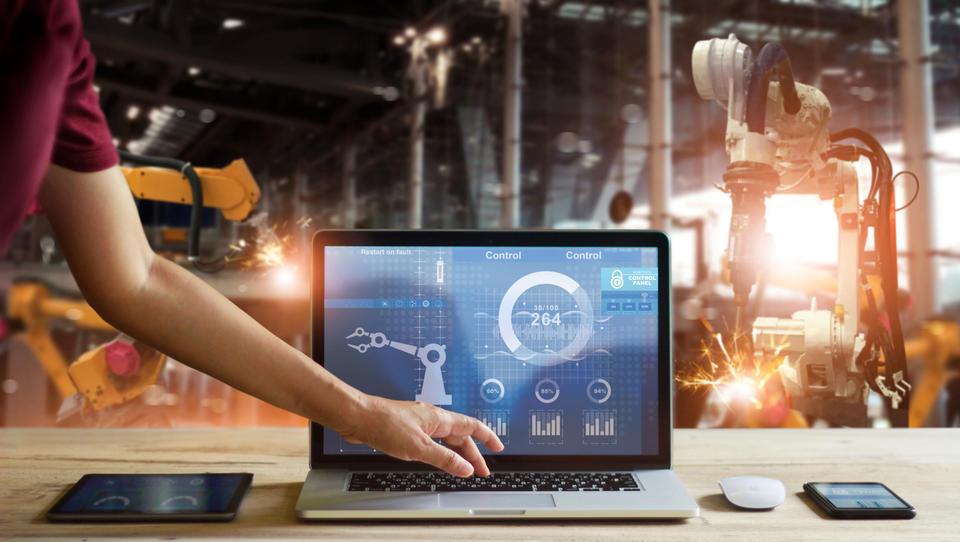 Kako z digitalizacijo planiranja proizvodnje do konkurenčne prednosti