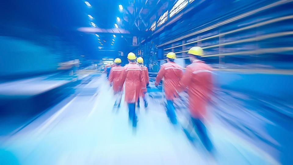 Brezposelnost spet upadla, a manjša se tudi povpraševanje podjetij po delavcih