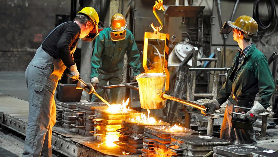 Maja najbolj zaposlovali v gradbeništvu in proizvodnji