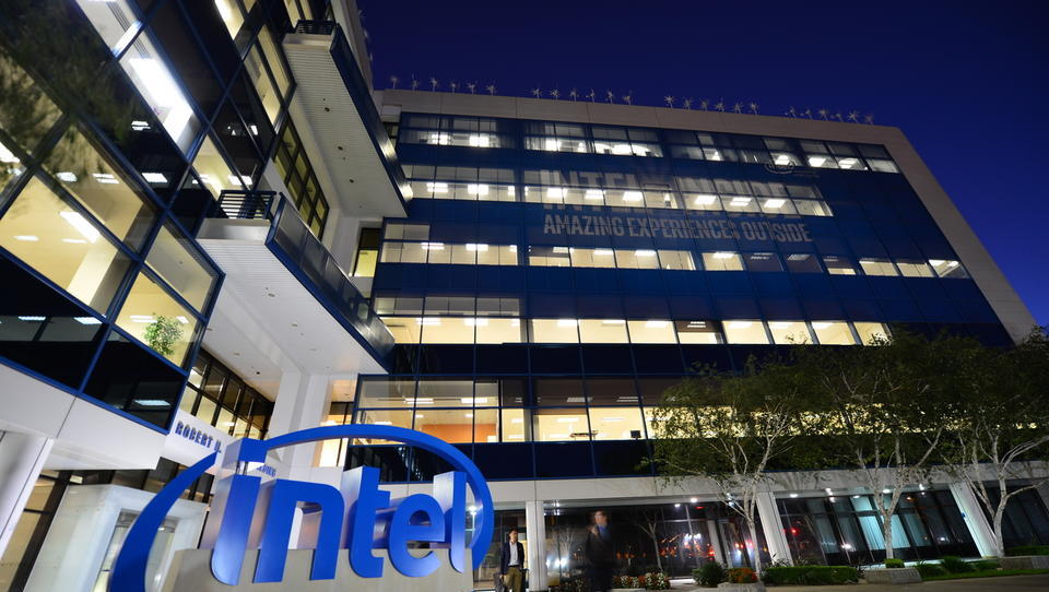 V Intelovih procesorjih odkrili varnostno luknjo