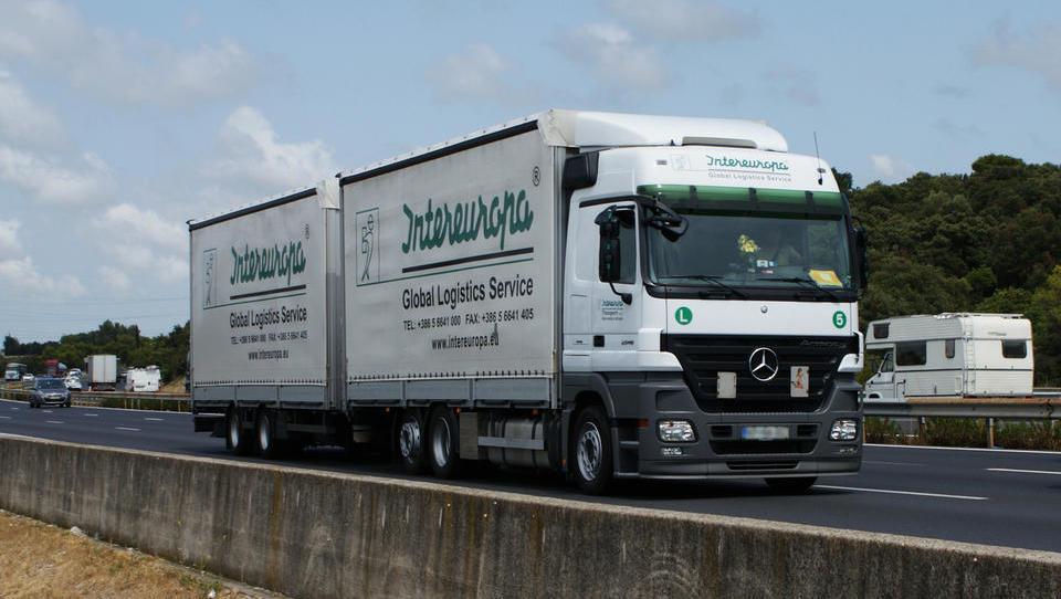 Intereuropo na kamion: kakšni sta v resnici ponudbi? 'Intereuropa rabi trdnega lastnika kot motika štil'