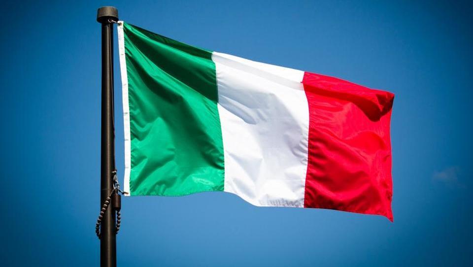 Italija zaostaja za drugimi državami, ki so med prvimi sprejele evro, a je za to kriva sama