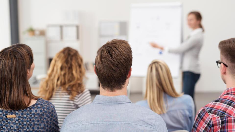 Delodajalci, na voljo so brezplačna izobraževanja za izboljšanje veščin zaposlenih